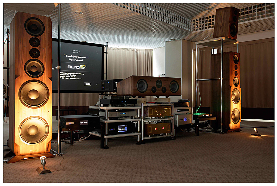 Hi-Fi.ru about the Sonus Victor acoustics at the Hi-Fi & High End Show 2016 exhibition